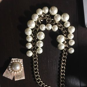 Jewelry - Vintage faux pearl necklace and brooch set